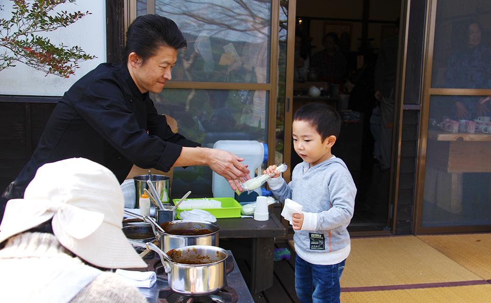 成竹窯の「秋の窯開き」展示中!